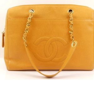 Chanel Caviar leather double chain shoulder bag